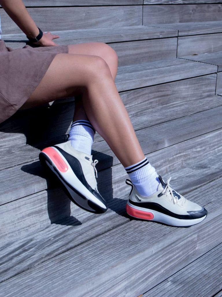 Chaussettes blanches bandes noires - Sandra Nike Air Max Dia